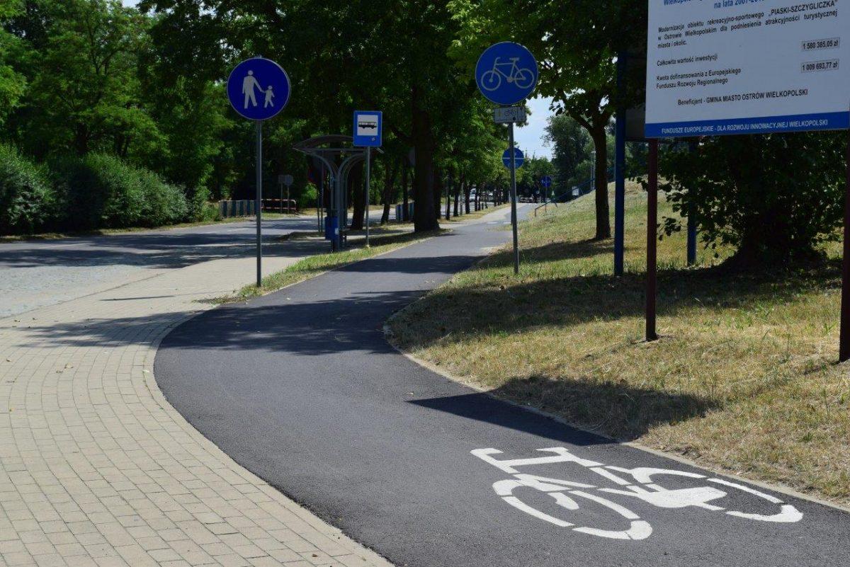 Droga rowerowa łącząca Ostrów z Michałkowem.