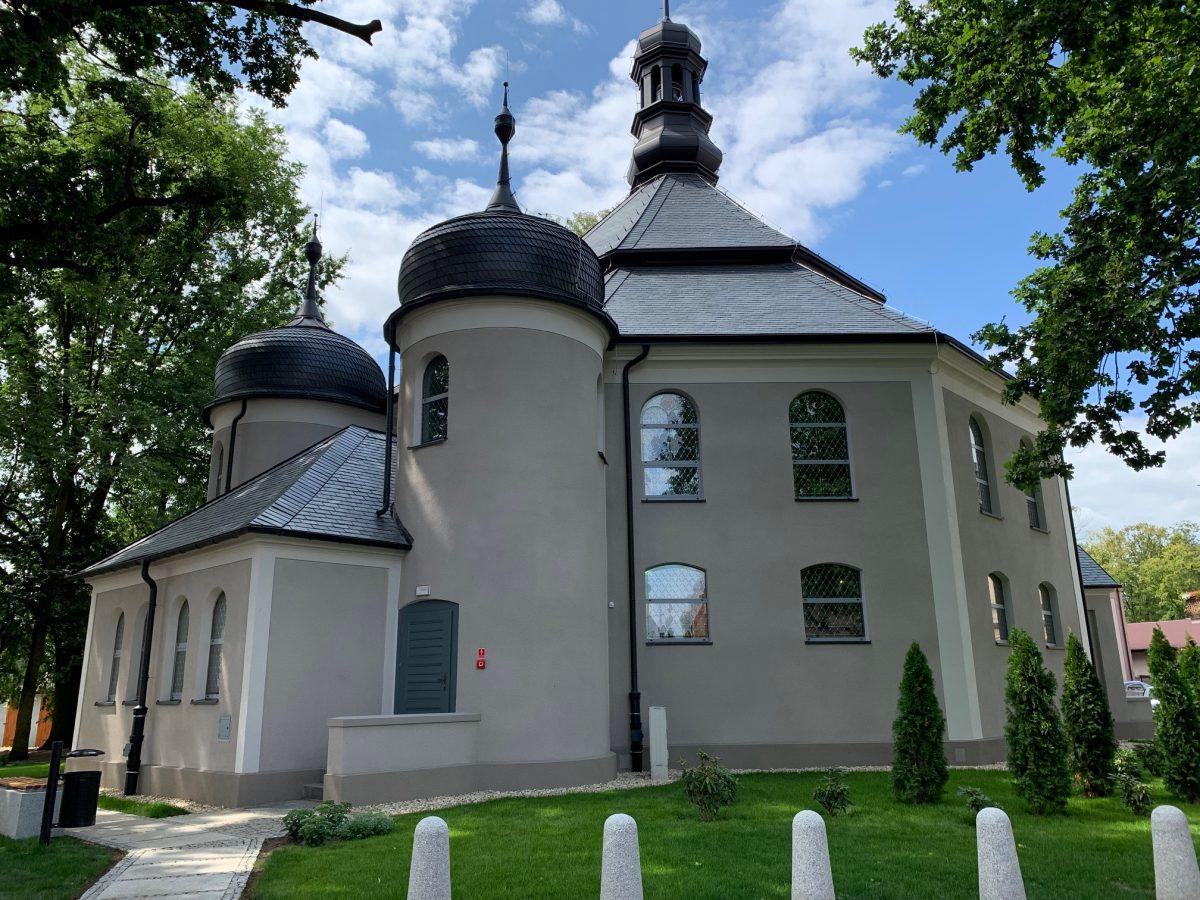 Centrum kulturalne w poewangelickim kościółku. Widok elewacji.