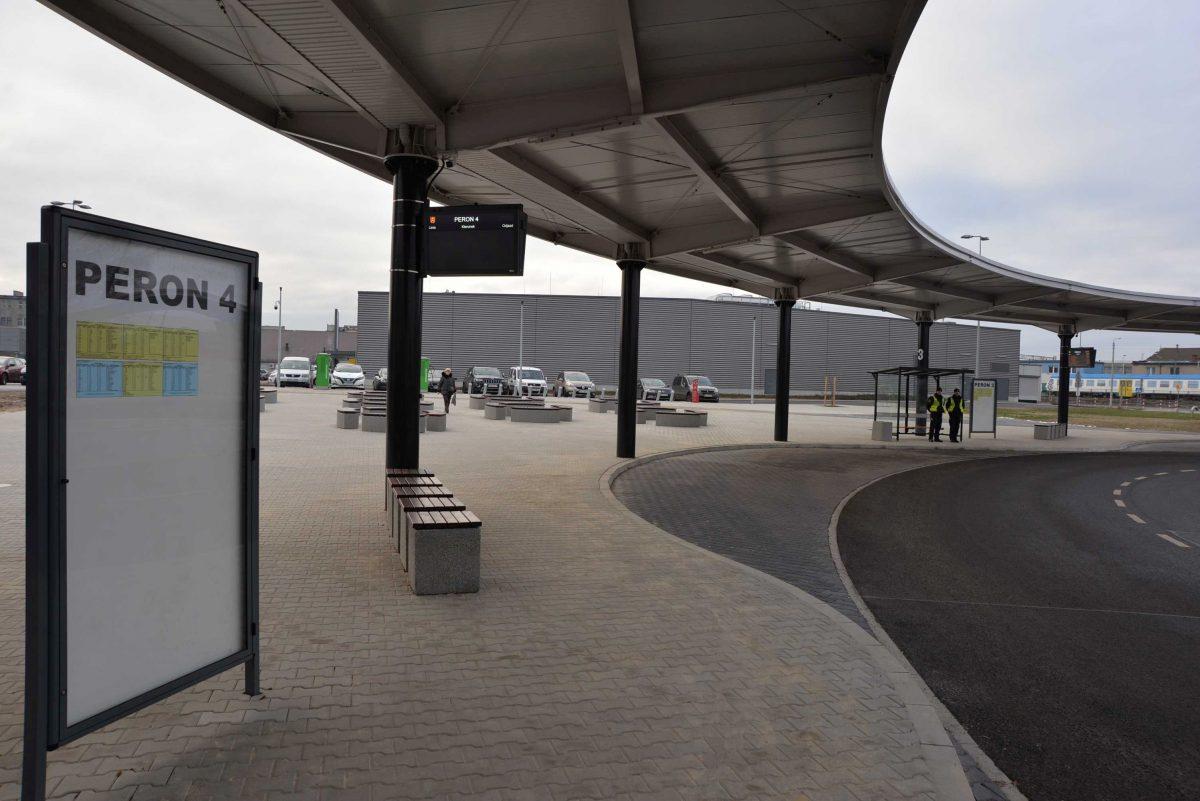 Centrum Przesiadkowe w Ostrowie Wielkopolskim - widok peronów.