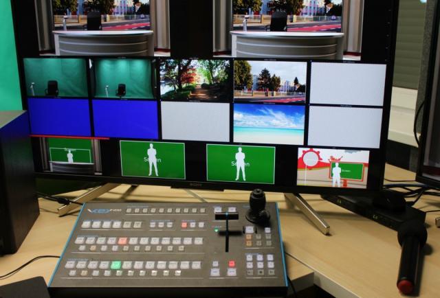 Ekran oraz mikser wideo, służący do produkcji strumienia wideo oraz obsługi green boxa.