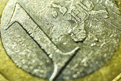 Moneta 1 Euro w sporym zbliżeniu.